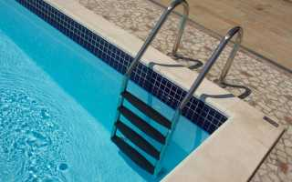 Почему поручни в бассейне